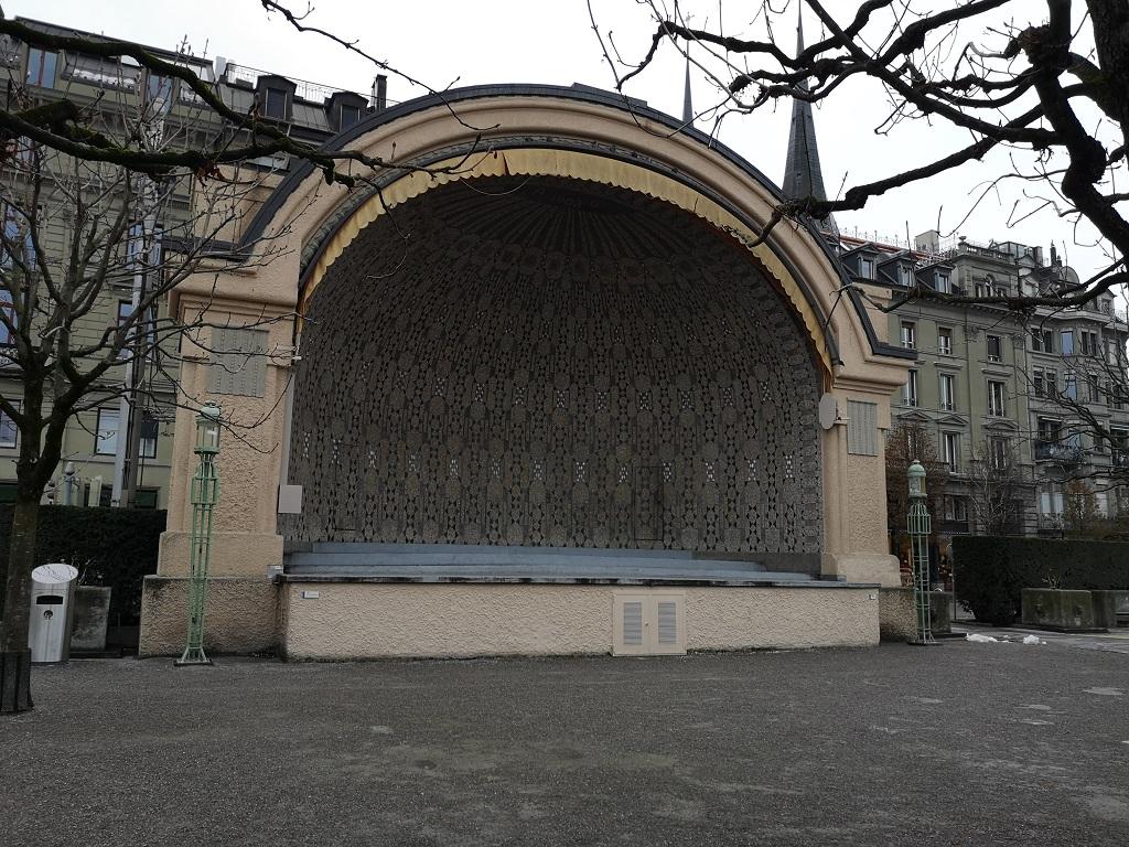Pavillon sur le quai de Lucerne