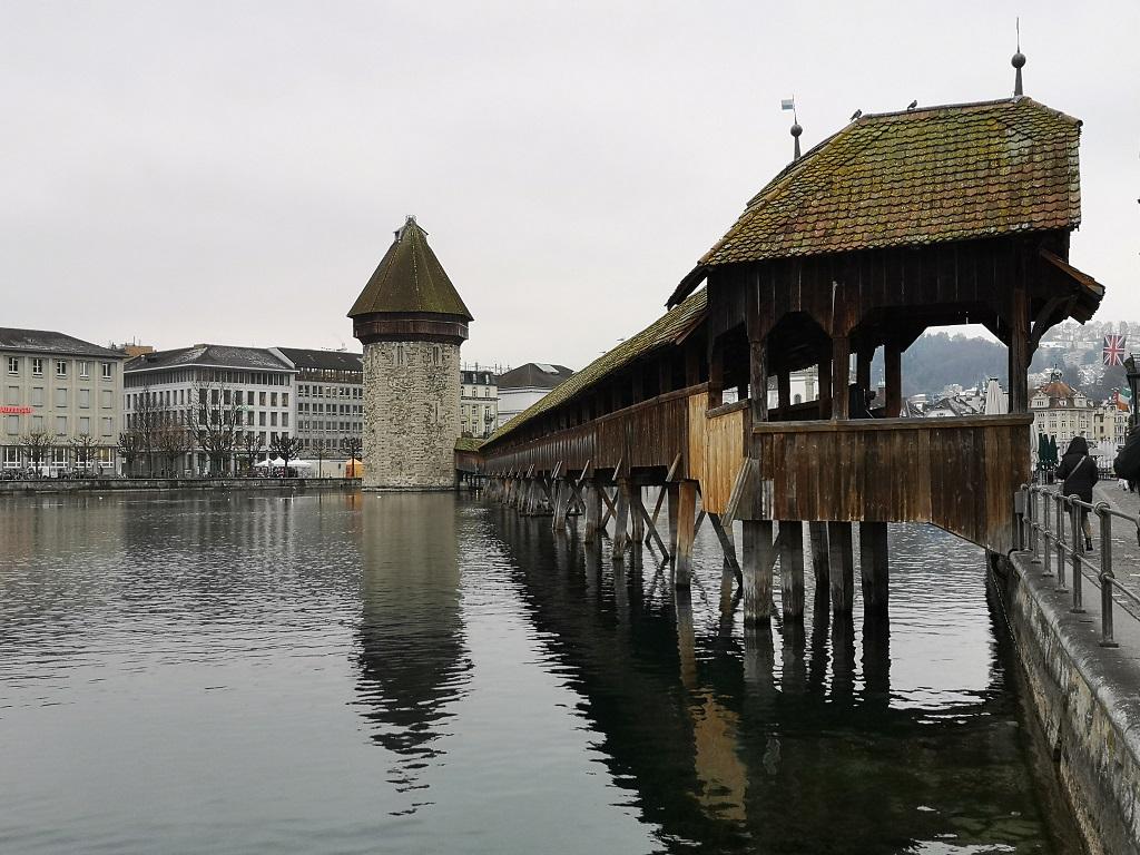 Pont en bois au centre de Lucerne 1