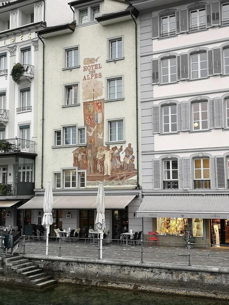 Fresque sur batiment vers pont de Lucerne