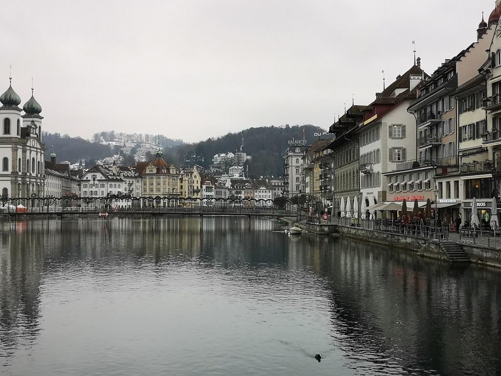 Vue vers fin de la Reuss a Lucerne