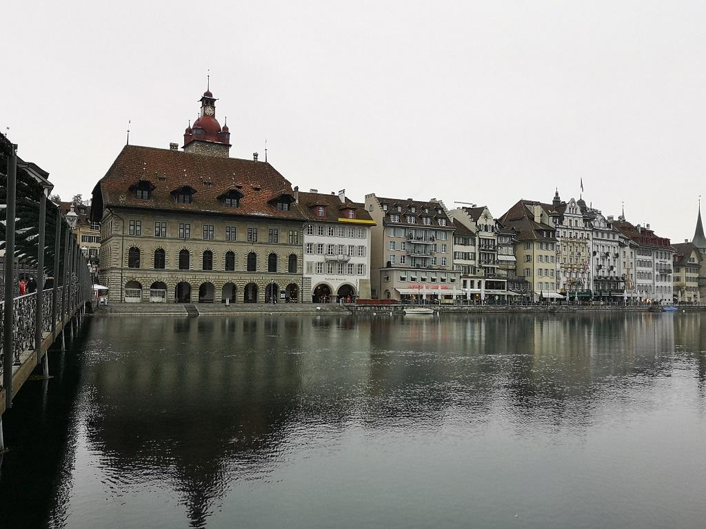 Vue sur la berge Mairie de Lucerne